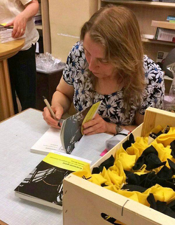 Gabrielle Berning signeert KnarsendGrind bij boekhandel Roelants